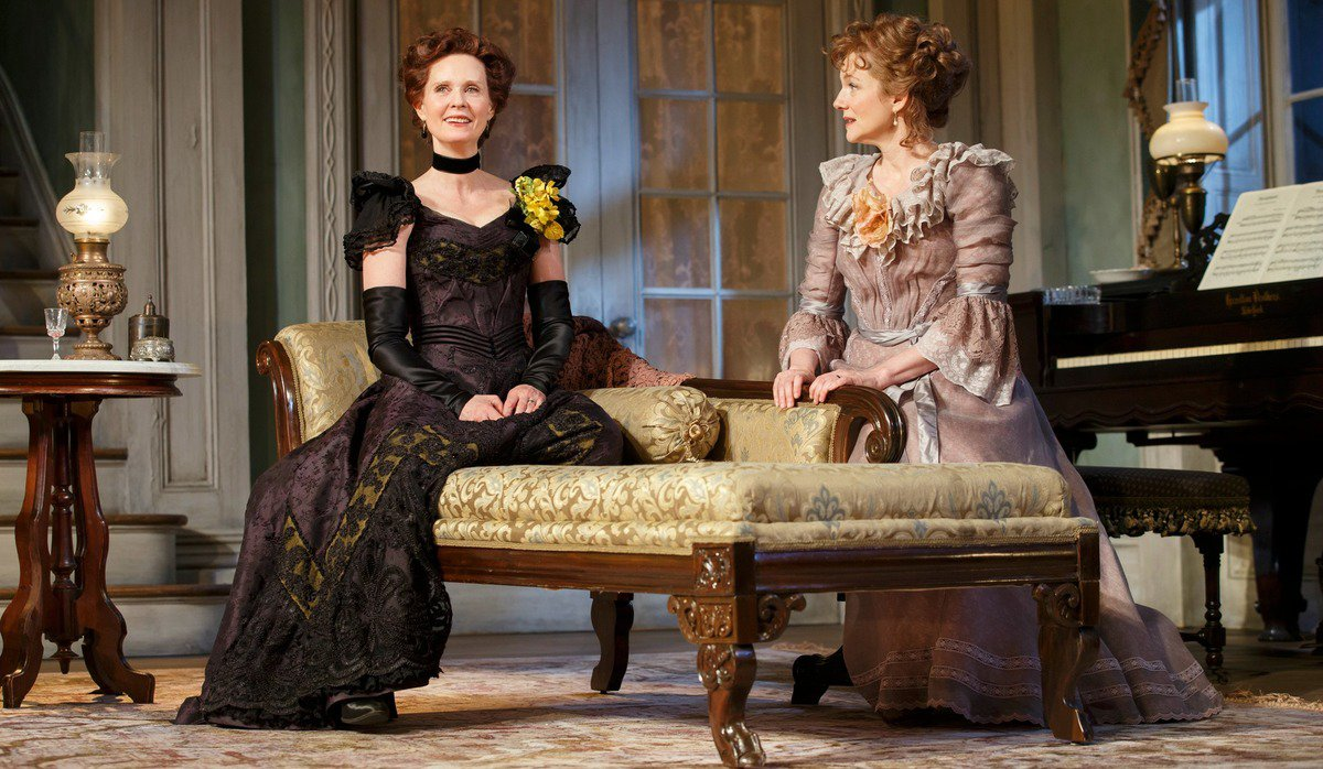 "Laura Linney and Cynthia Nixon switch roles every night in ""Little Foxes"""