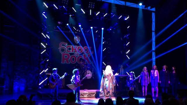 Stevie Nicks joins the band for a surprise curtain call performance of Rhiannon - School of Rock - The Musical