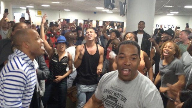 After a 6 Hour Delay, the Broadway Casts of 'The Lion King' & 'Aladdin' Have An Airport Sing-Off - The Lion King