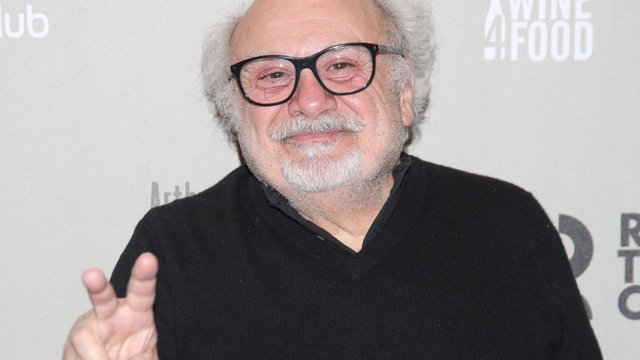 Danny Devito used to be a New Jersey beautician - Arthur Miller's The Price